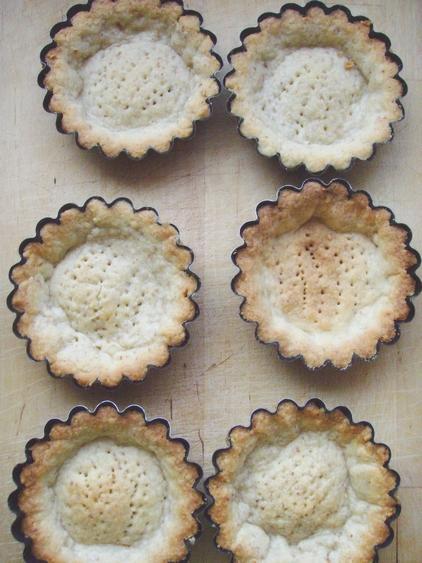 apricot tartlets - dishonored - tartaletki migdałowe z masą z mascarpone i morelami (12)