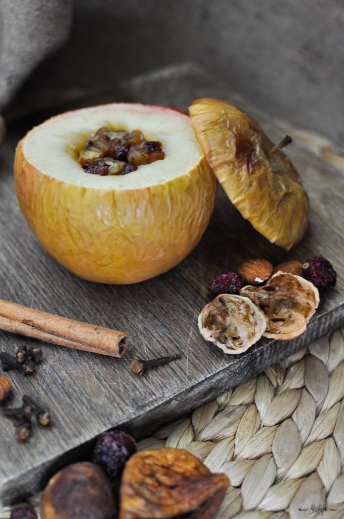 pieczone-jablko-wiedzmin-3-dziki-gon-z-dodatkiem-bakalii-i-sosu-karmelowego-m2