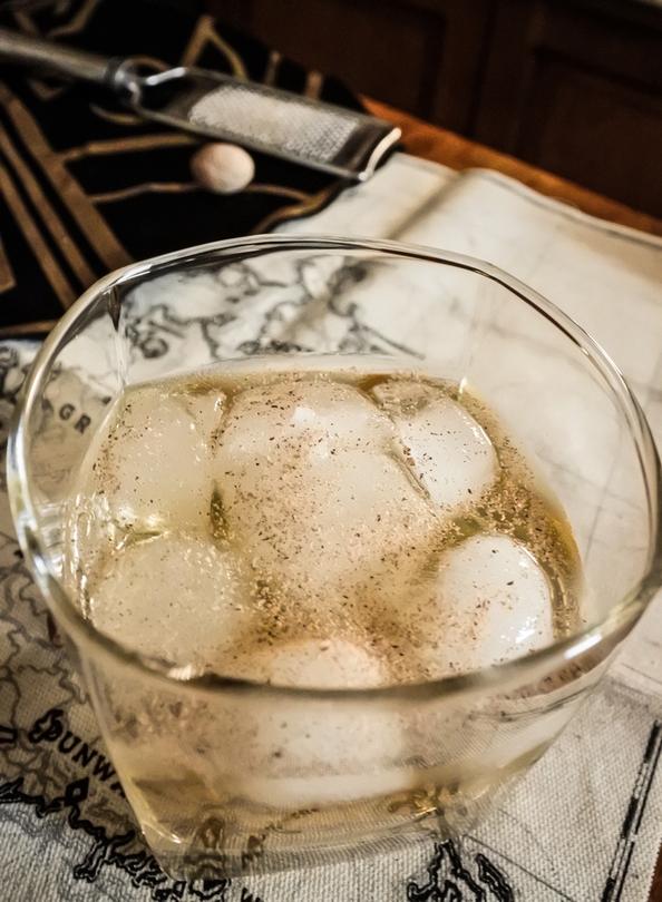gin-drink-dishonored-2-gin-z-cukrem-trzcinowym-i-galka-muszkatolowa-2